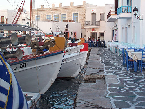 Naoussa Paros Kreikka source:http://www.flickr.com/photos/hchalkley/41689209/